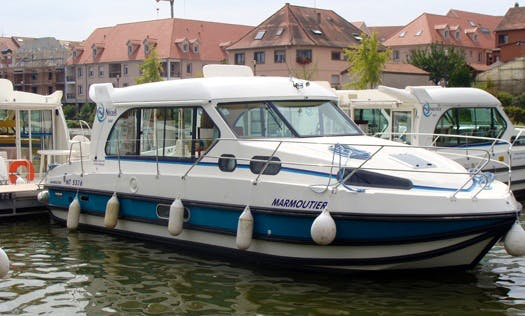 'Nicols 1000' Motor Yacht Hire in Sireuil, France