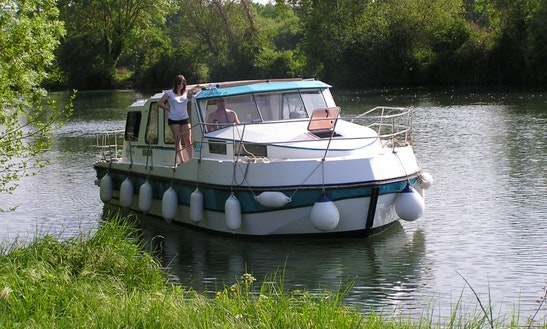 Fully Equipped And Affordable 30' Motor Yacht  For Hire In Venarey-les-laumes, France