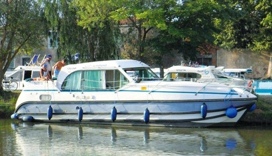 Experience The Wonderful Sea Of Bourgogne, France With This Motor Yacht!