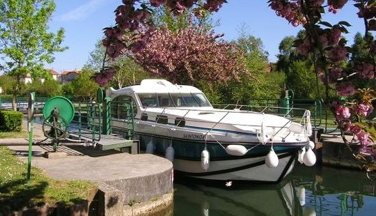 Hire This 44' Motor Yacht With Or Without A Skipper In Venarey-les-laumes, France