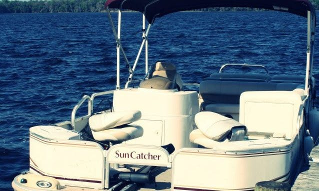 'Sun Catcher' Pontoon Rental in Crescent City