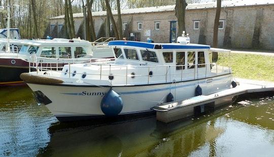 'sunny' Motor Yacht Hire In Hohen Neuendorf
