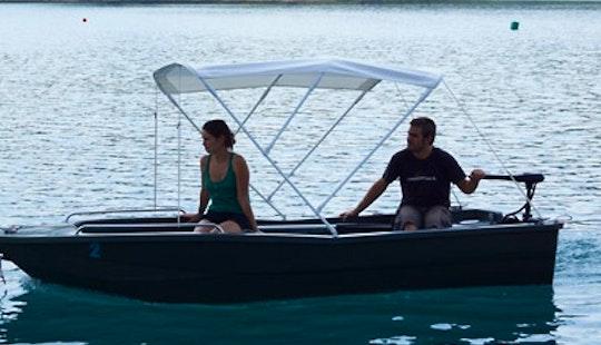 Rent The 12' Electric Boat In Esparron-de-verdon