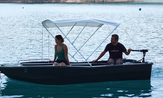 Rent The 12' Electric Boat In Esparron-de-verdon