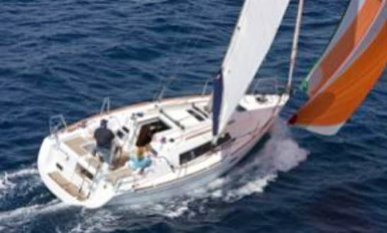 31' Oceanis 31 Dl Cruising Monohull Rental In La Foret-fouesnant, France