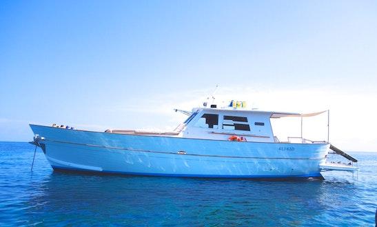 Motor Yacht Rental In Santa Marina Salina