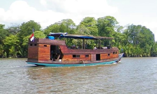 10-person Passenger Boat Tours In Kumai.