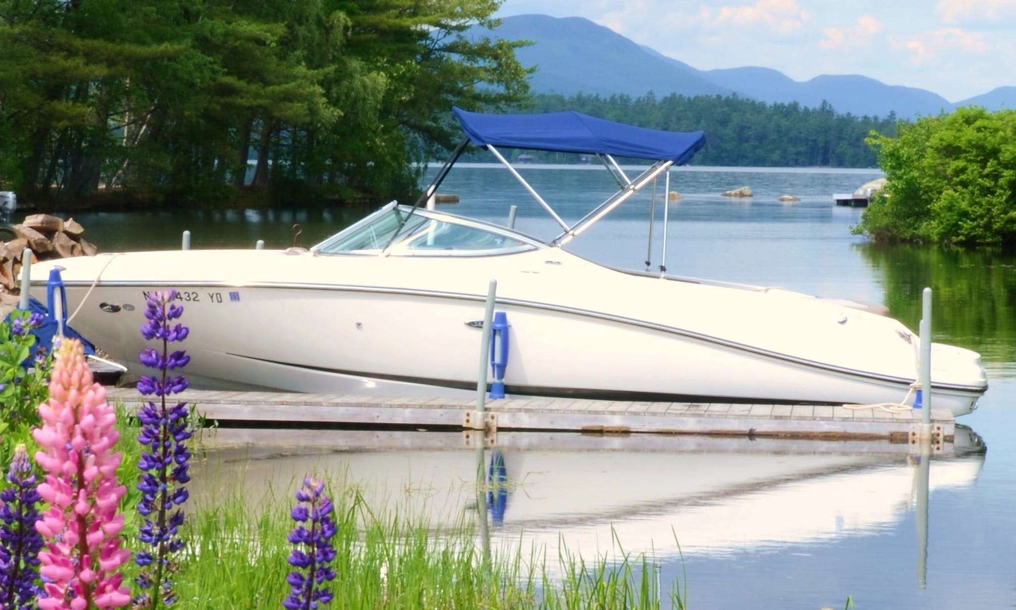 23ft Sea Ray Bowrider Boat Rental in Holderness, New Hampshire