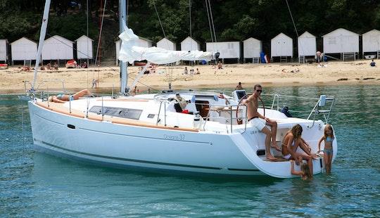 Beneteau Oceanis 37 Cruiser Charter In Athens