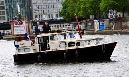 32' Motor Yacht Charter in Berlin, Germany