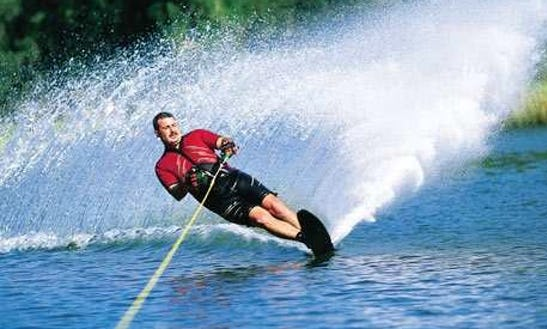 Enjoy An Exciting Water Skiing Day!