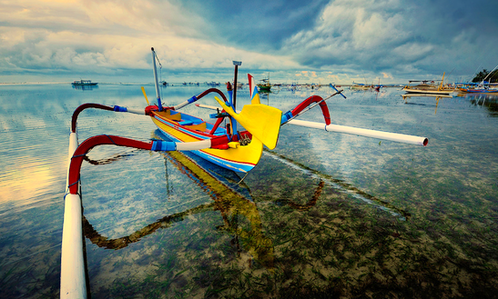 Bali Dolphin Row Boat  In Kuta Selatan