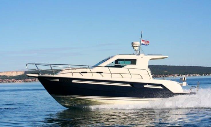 Vektor 950 Motor Yacht Charter in Krk