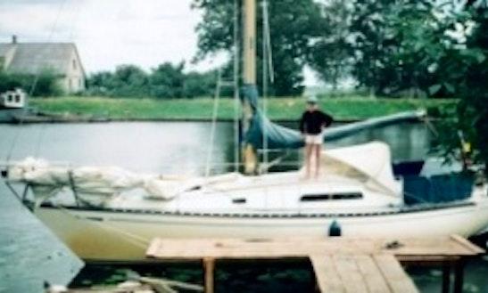 Enjoy Fairhaven, Massachusetts On 28' Seamaster 925 Cruising Monohull