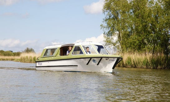21' Pilot Canal Boat Charter In Horning