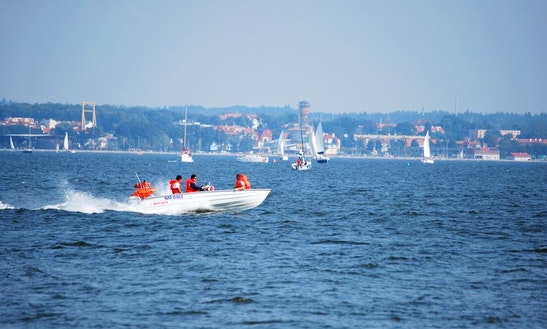 Motor Boat Rental In Wilkasy