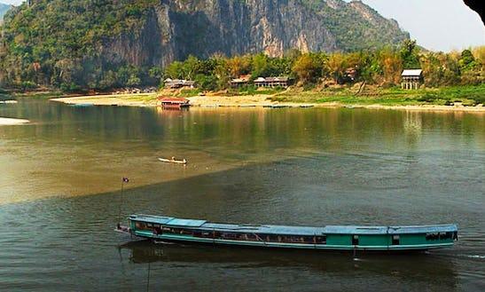 Sightseeing Laos Backpacker Tours In Vang Vieng