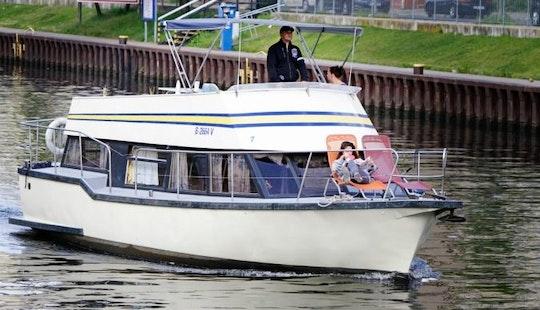 38' Houseboat Charter In Berlin, Germany