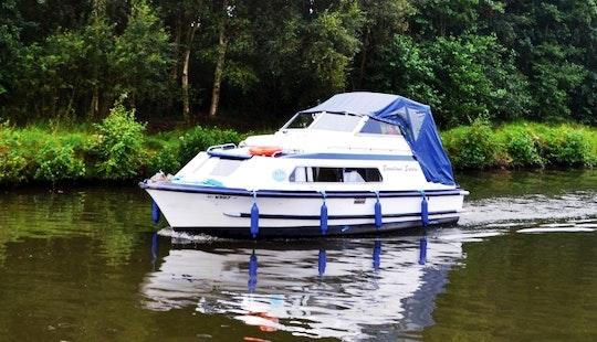 Picnic Boat Hire In Hoveton