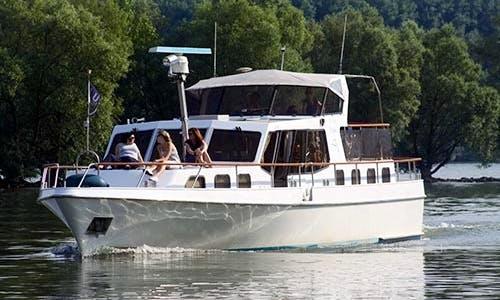 """Dolphin"" Boat Charter in Rheingau-Taunus-Kreis"