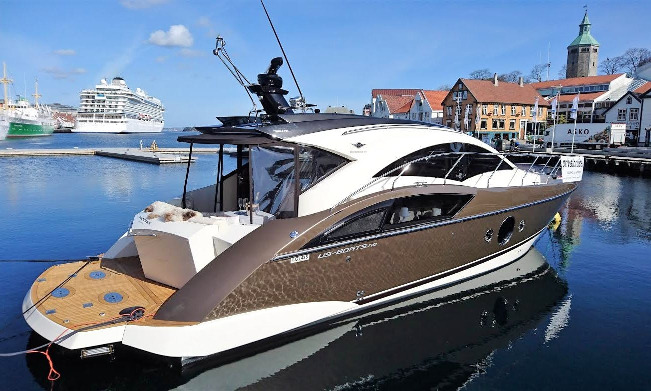 42' Luxury Motor Yacht Charter in Sandnes
