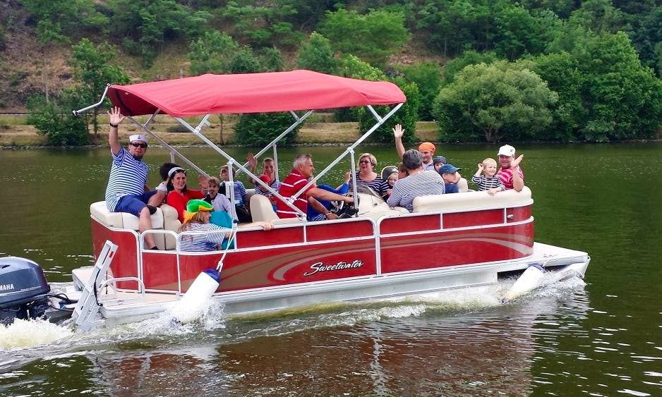 Sweetwater Pontoon Hire in Davle