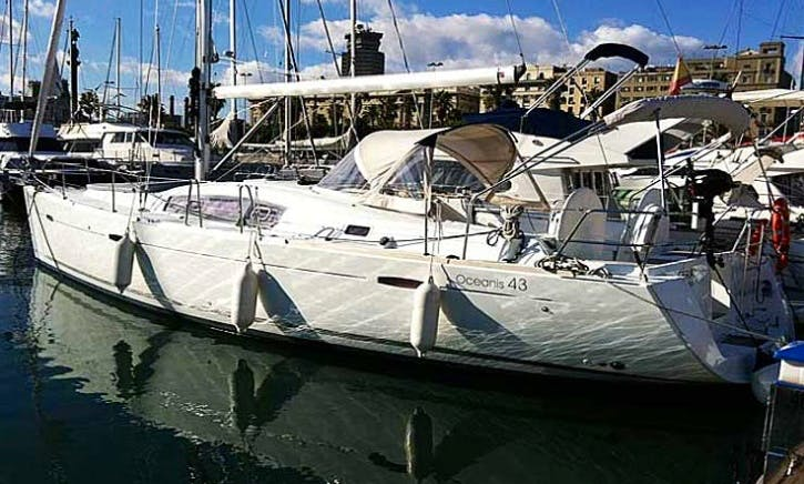 Charter Beneteau Oceanis 43 Sailboat with 4 Cabins in Lisbon