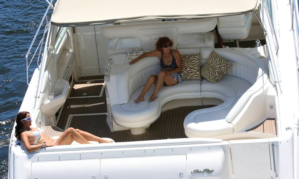 55 39 Sea Ray Motor Yacht Up To 12 Guests Getmyboat