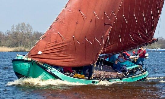 Skûtsje Eureka Boat Trips In Earnewald