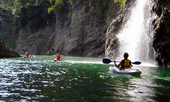 Single Kayak Lessons In Commezzadura