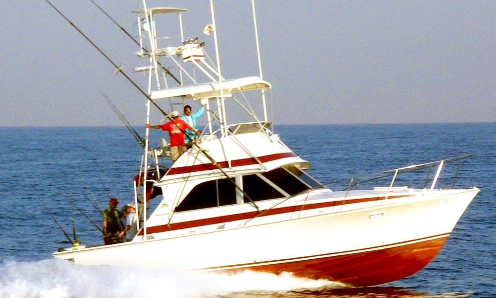 "35' Fishing Trip Charter ""Reel Diver"" In Guatemala"