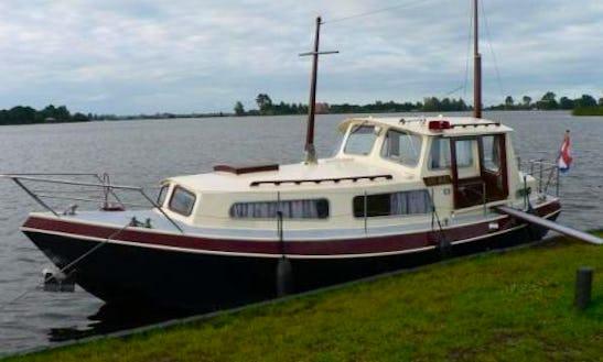 Houseboat Quo Vadis Rental In Slatiňany
