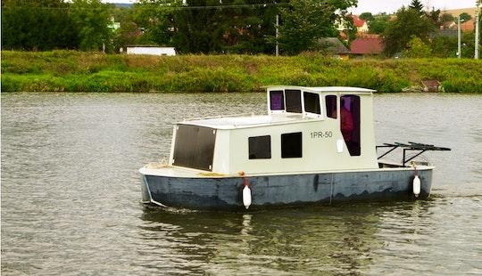 MaŠinka Houseboat Rental In Czech Republic