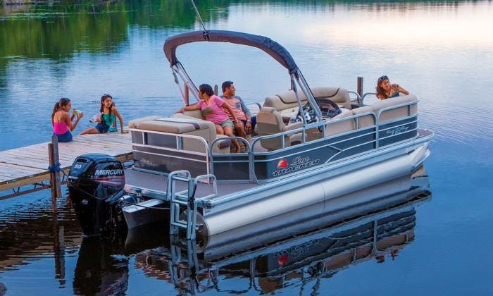 "20ft ""English Rose III"" Pontoon Rental in Clear Lake, Texas"