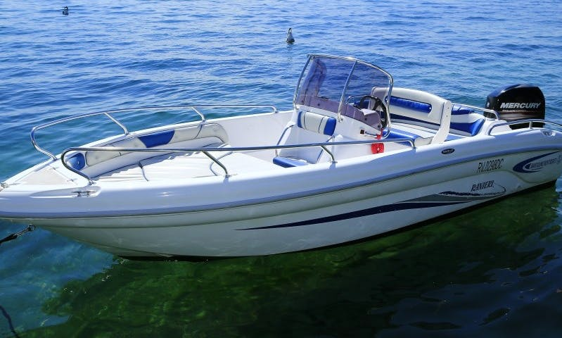 Ranieri Soverato center console power boat rental in Bardolino, Italy