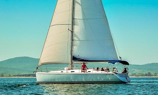Rent Sailing Yacht