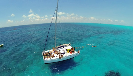 43 Ft Cruising Catamaran Charter In Cancún, Quintana Roo