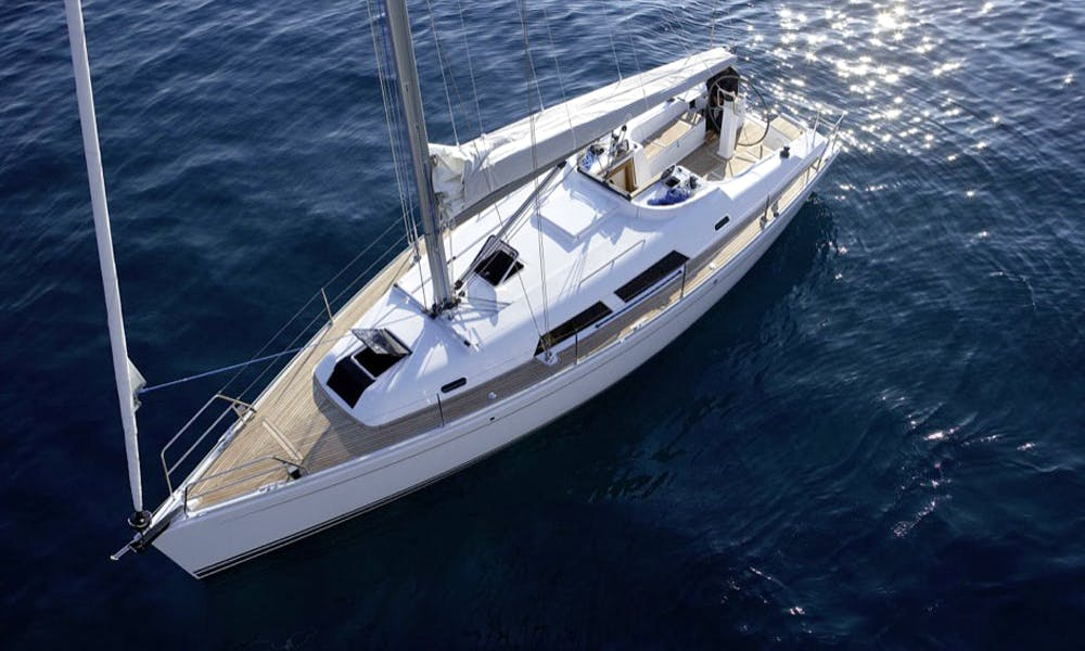 Charter Hanse 370 Cruising Monohull in Procida, Italy