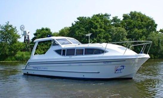'garnet' Motor Yacht Rental In Ferry View Estate