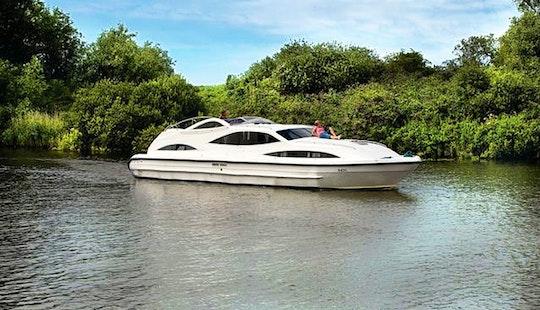 'mercury' Motor Yacht Rental In Ferry View Estate
