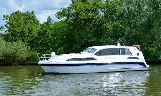 'radiant' Motor Yacht Rental In Ferry View Estate