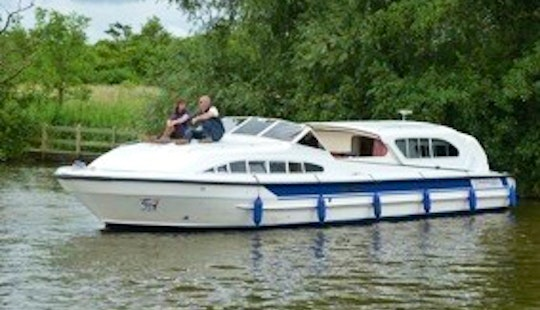 'amber' Motor Yacht Rental In Ferry View Estate