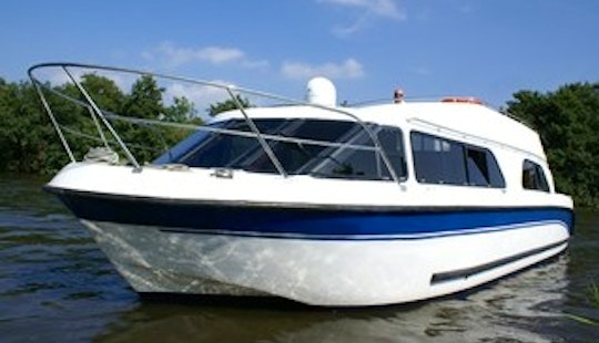 'sliver' Motor Yacht Rental In Ferry View Estate