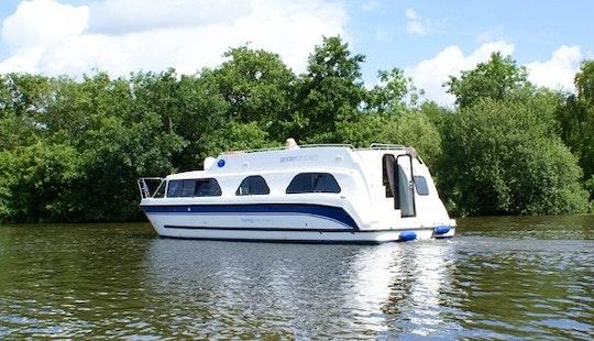 'golden' Motor Yacht Rental In Ferry View Estate