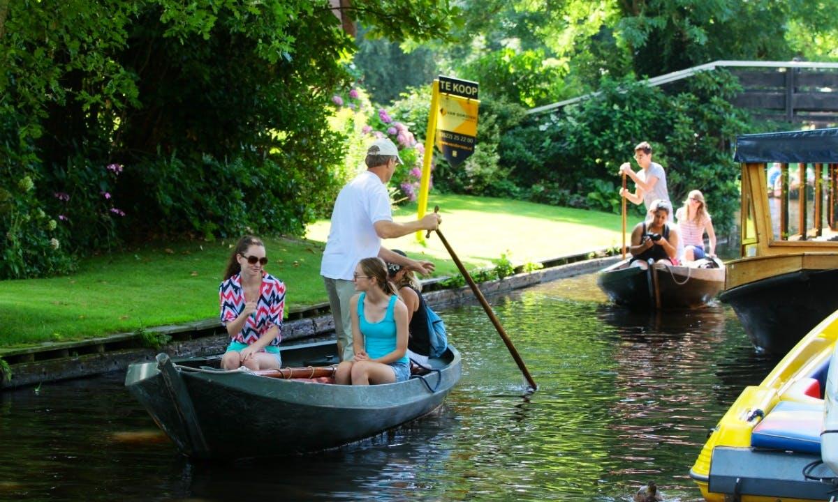 Rent a Sailing Punter in Giethoorn, Netherlands