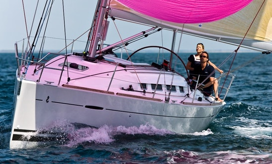 Beneteau 35 Cruising Monohull Charter In Hamble-le-rice