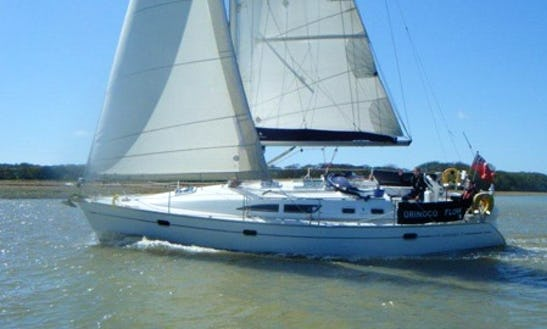 Jeanneau 37 Cruising Monohull Charter In Hamble-le-rice