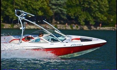 WakeSurf ou WakeBoard, ce bateau est idéal pour les sessions de glisse