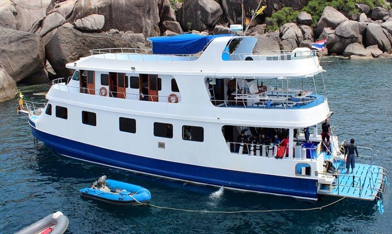 """Liveaboard Dive Boat """"Manta Queen 2"""" in Phuket"""
