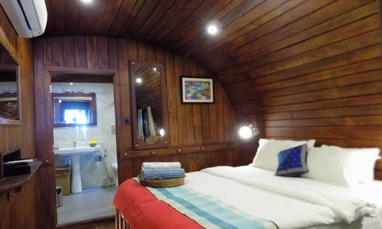 Premium Houseboat At Alleppey